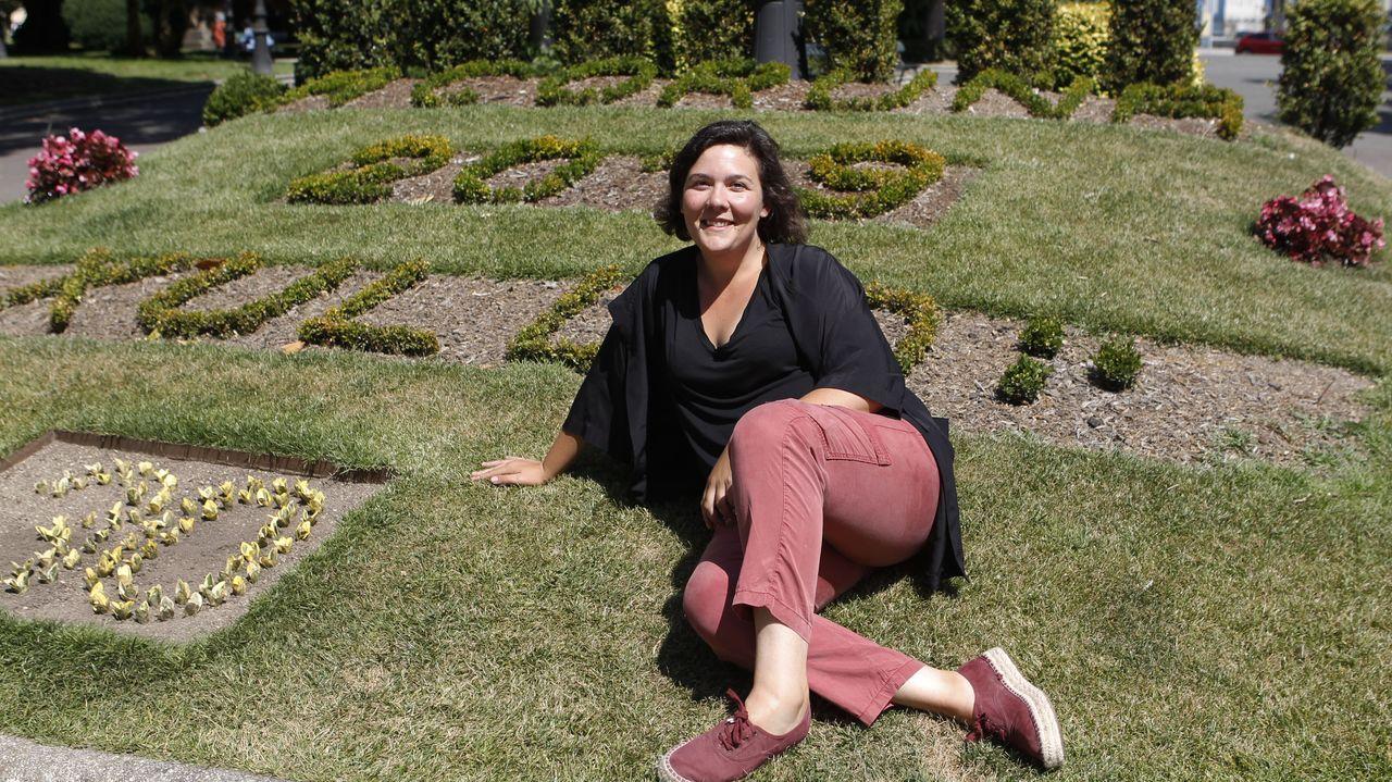 Aiello, entre las actrices Lucy Lawless y Joy Behar