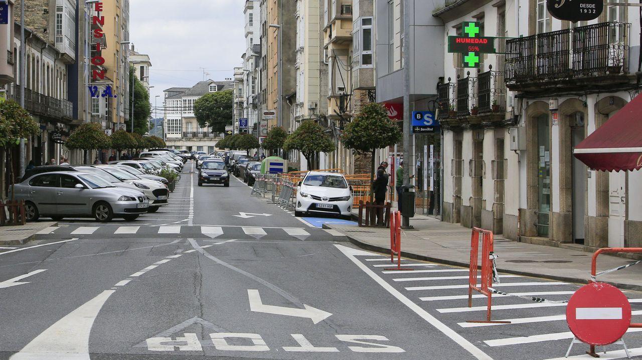 Conductas peligrosas de peatones de Santiago.La rúa da Pravia tiene ahora un sentido único de circulación, hacia Campo de Puente