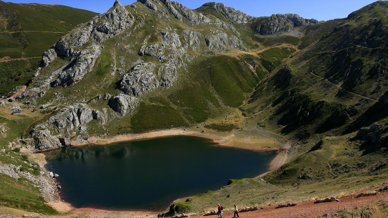 Lago de la Cueva. GDR Camin Real de la Mesa