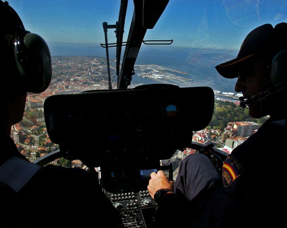 El comisario jefe ha puesto la nave de altas prestaciones al servicio de la lucha contra incendios.