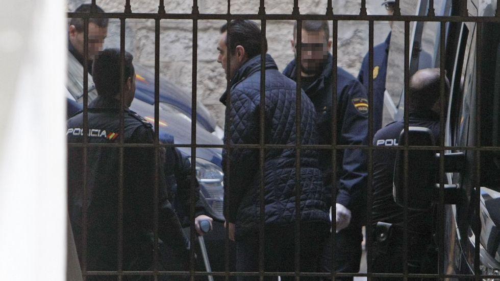 El juez toma declaración a la hermana y dos hijos de la asesinada en el crimen de la CAM.María Antonia Martínez, hermana de la viuda de la CAM, a la salida de los juzgados.