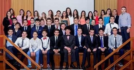 Lugo celebra la Ofrenda do Antigo Reino de Galicia.Los alumnos más veteranos del colegio de las Huérfanas despidieron el curso y también dejarán el centro.
