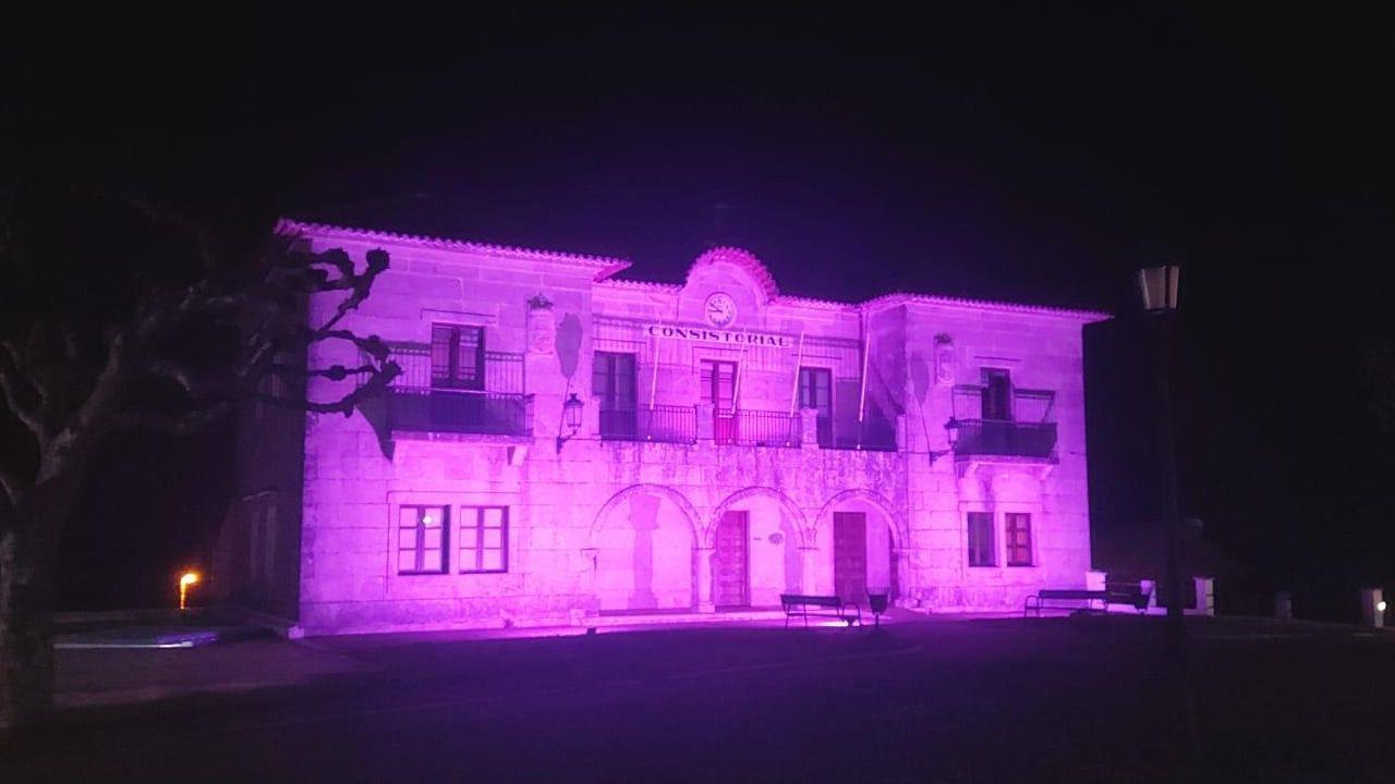 El Concello de Zas, iluminado de violeta