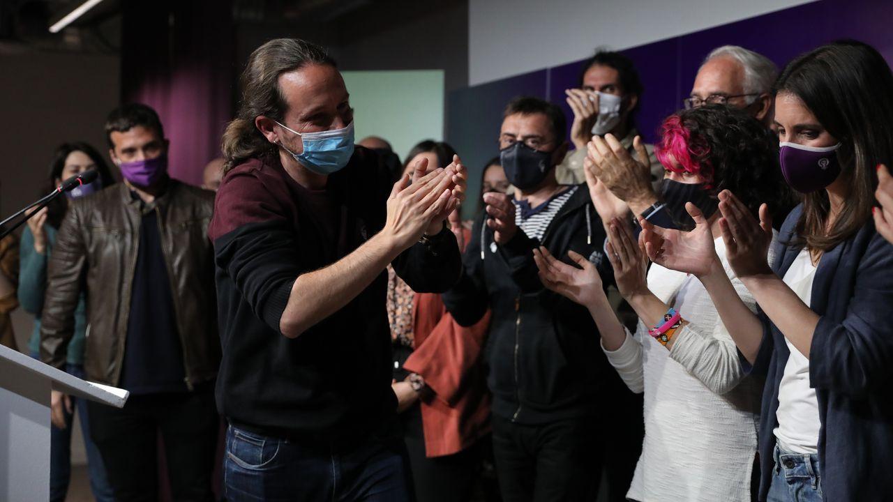 «¡La república no existe, idiota!».La vicepresidenta primera del Gobierno, Carmen Calvo, dando a conocer ayer el real decreto ley aprobado por el Gobierno