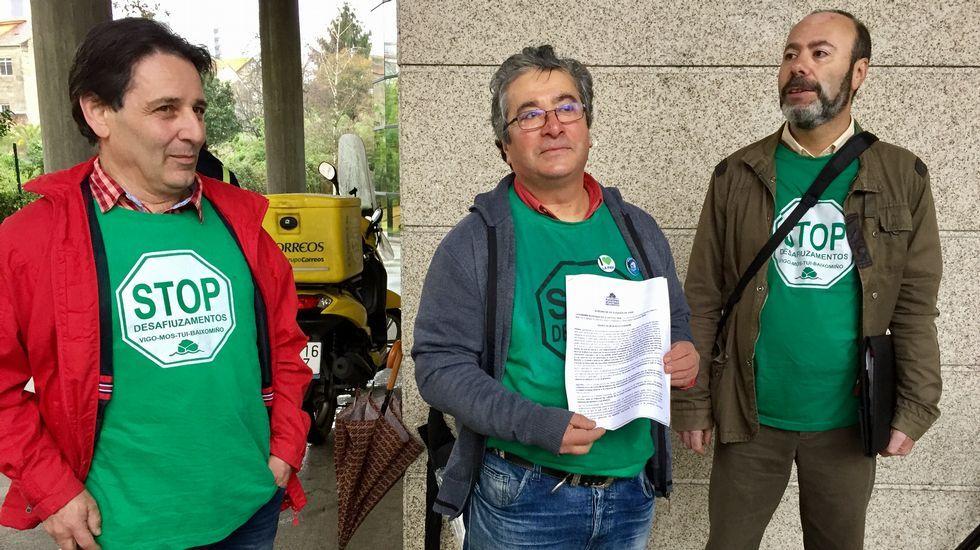 «O pago la hipoteca o le doy de comer a mi hijo».Ángeles Álvarez, junto a otros activistas de la PAH, al final del encierro