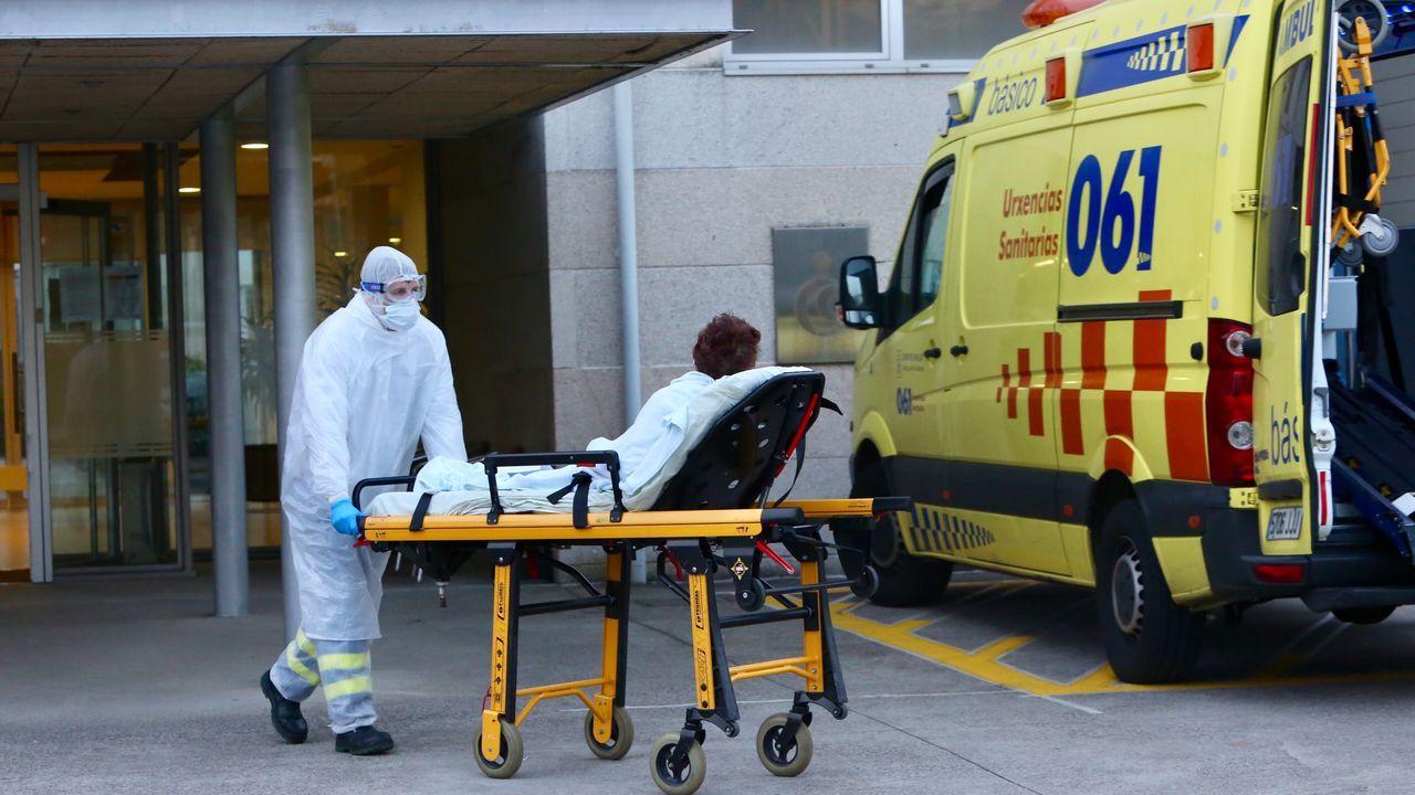 Trasladan al Cunqueiro, por la tarde, a una residente de Barreiro por si tiene el coronavirus
