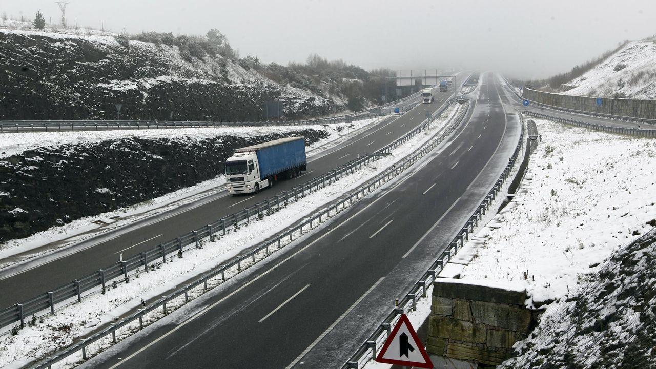 Imagen de archivo de la autovía A-8 nevada en las inmediaciones de Lourenzá y Mondoñedo