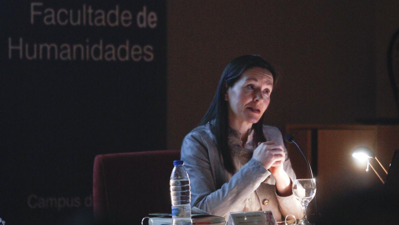 Biblioteca Pública de Ourense.La escritora gijonesa Ángeles Caso