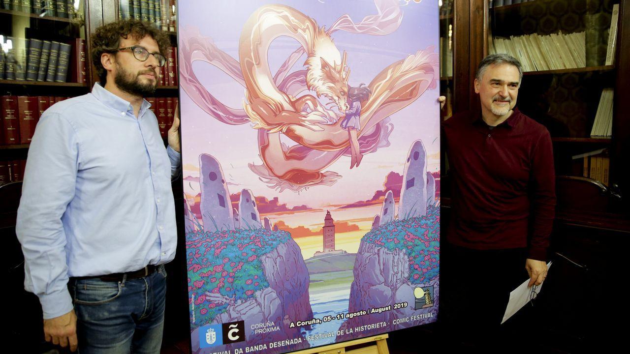 El concejal de Culturas, José Manuel Sande (izquierda), y Miguelanxo Prado presentaron el cartel del certamen