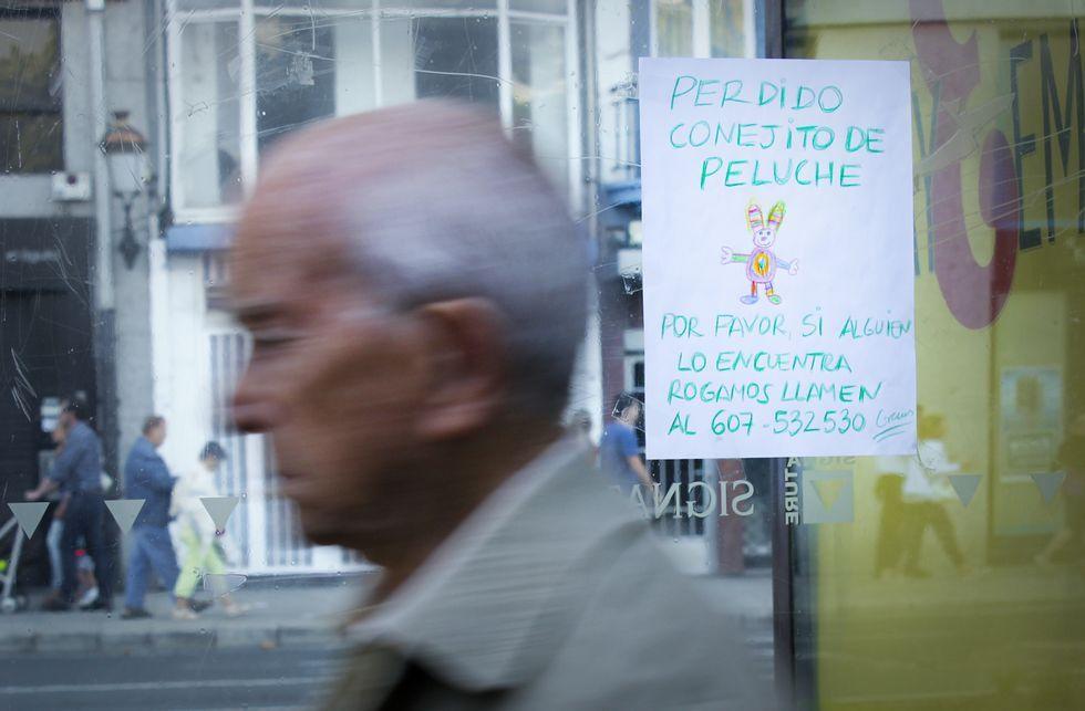 Uno de los carteles que buscan a «Cotito» en las marquesinas de Méndez Núñez.