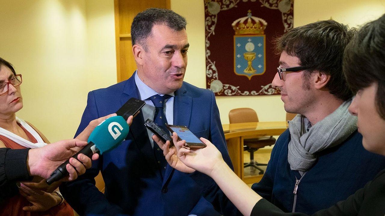 Victorino Alonso.El conselleiro de Cultura y Turismu de la Xunta de Galicia, Román Rodríguez,