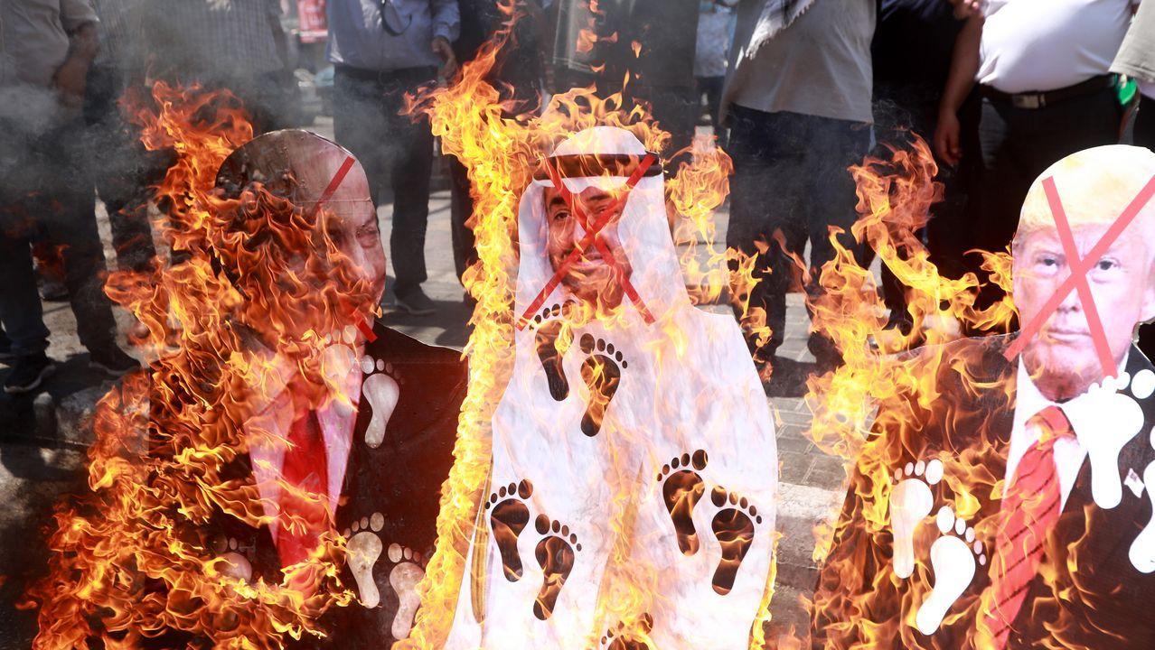 Palestinos queman fotos de Netanyahu y el príncipe emiratí