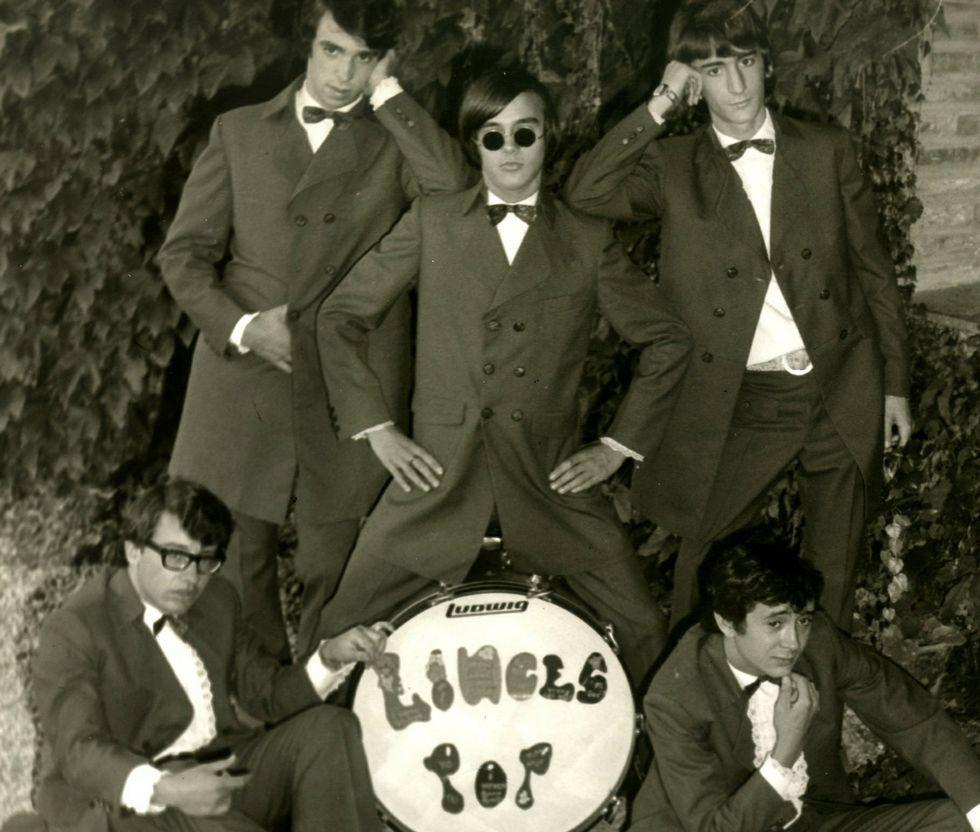 El vídeo inédito de los Beatles de 1965.Chema Ríos, arriba a la derecha, en una foto antigua.
