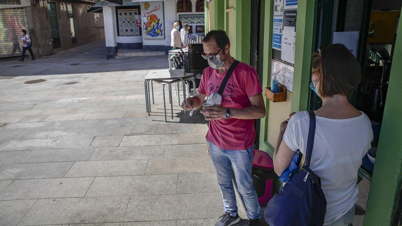 Protesta de los hosteleros de Pobra por el cierre del municipio.Los locales hosteleros de A Pobra solo pueden servir bebidas y comidas para llevar