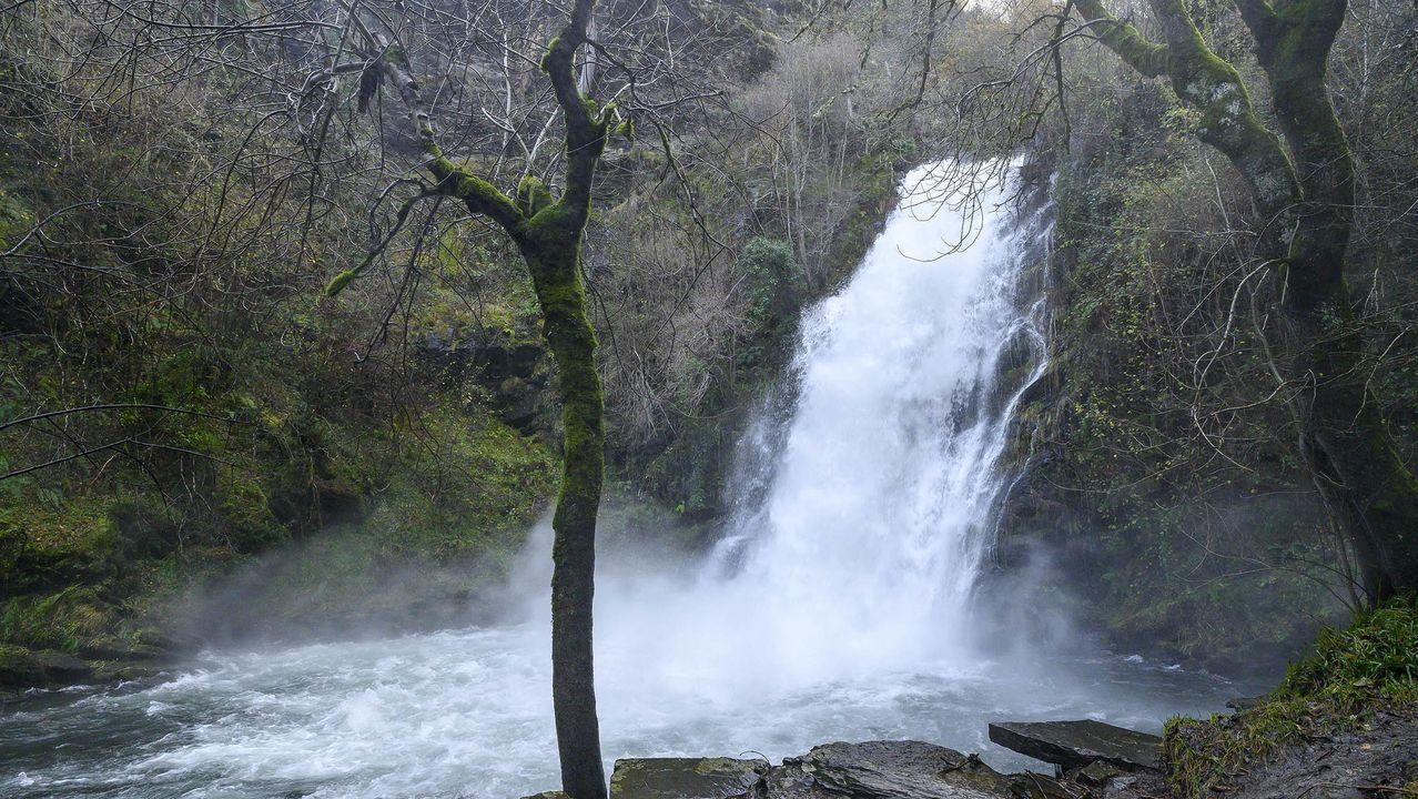 La cascada de Vieiros es uno de los lugares que estaba previsto visitar dentro de las actividades del Geolodía 2020