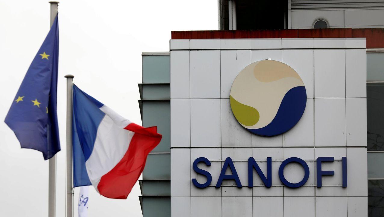 La farmacéutica Sanofi con sede en Francia.Una enfermera prepara una dosis de la vacuna en Boston