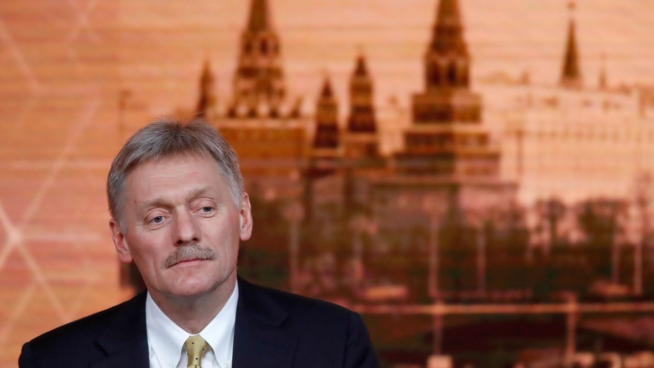 Los «cazafantasmas» del virus desinfectan por el mundo.El portavoz del Kremlin, Dmitri Peskov
