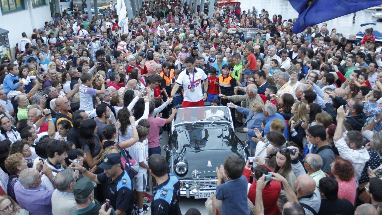 La lluvia no frena la caída de agua embalsada.El rey Felipe hace entrega del Premio que lleva su nombre al mejor deportista del 2016 a Saúl Craviotto (i), ganador de cuatro medallas olímpicas