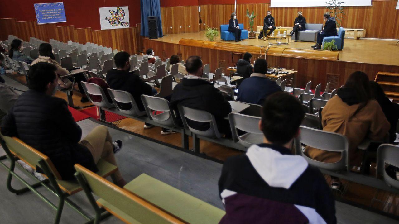 La mesa redonda sobre el impacto del covid en el sector de eventos se celebró este miércoles en el IES Luís Seoane de Pontevedra