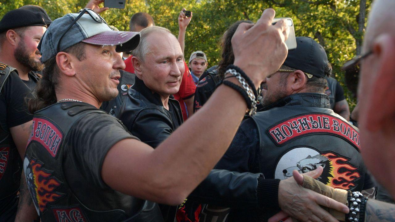 Putin se reunión el sabado en Crimea con los moteros Lobos de la Noche