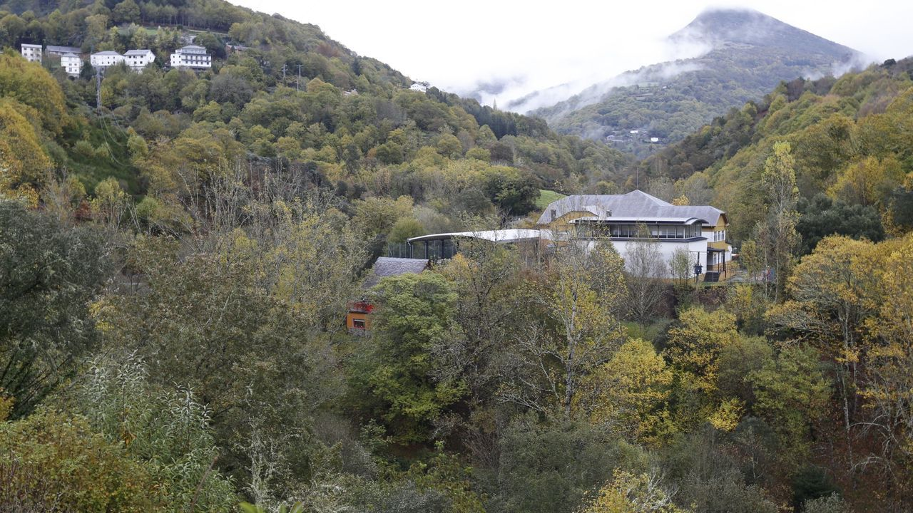 Foto de archivo de un colegio rural ubicado en O Courel, al sur de la provincia de Lugo