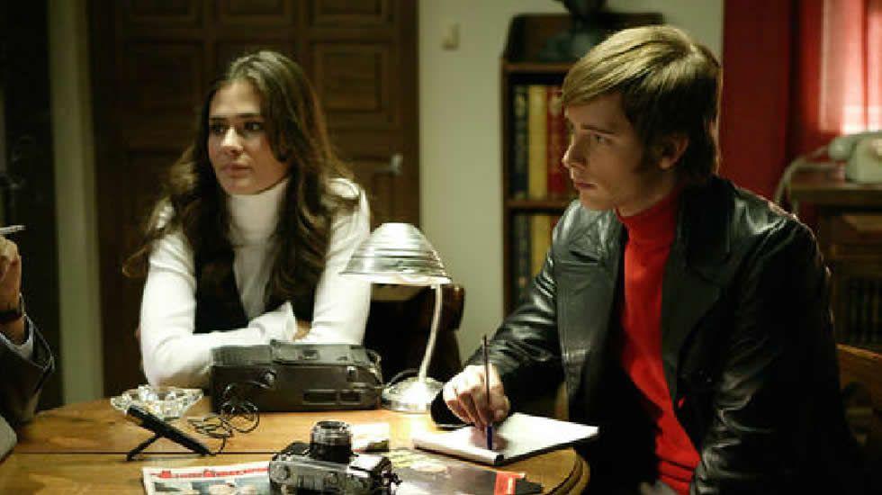 Anna Allen junto a Pablo Rivero en un momento de «Cuéntame».