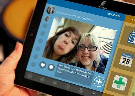 En la tableta, el usuario podrá ver las fotos que le mandan sus nietos.