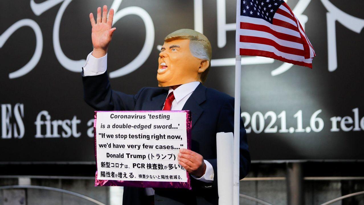 «¿Dónde estás Nancy? Te estamos buscando».Trump, en un coche tras su llegada a West Palm Beach, Florida, tras dejar la presidencia de Estados Unidos