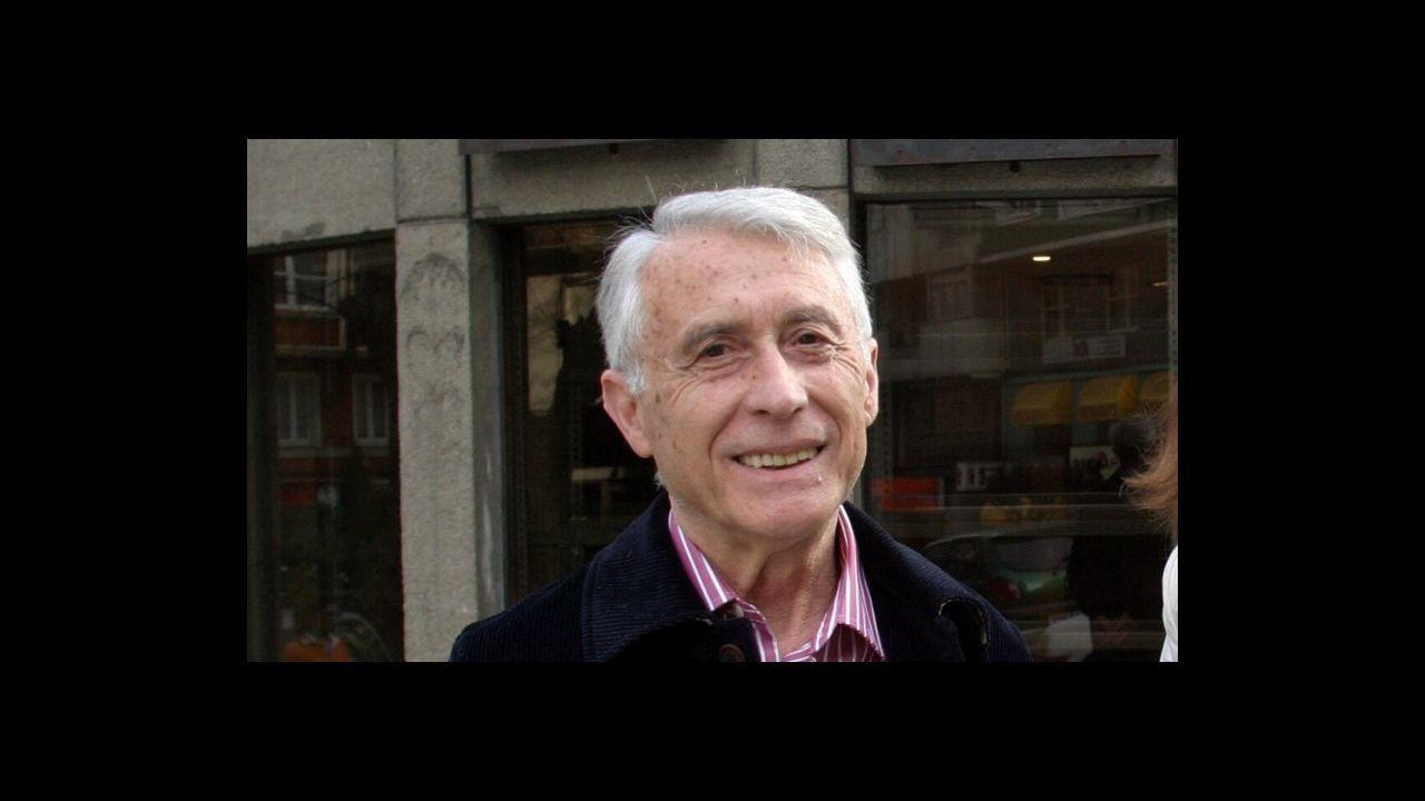 El diputado Joan Baldoví ondeó una bolsa de tila invitando a calmar el ánimo.