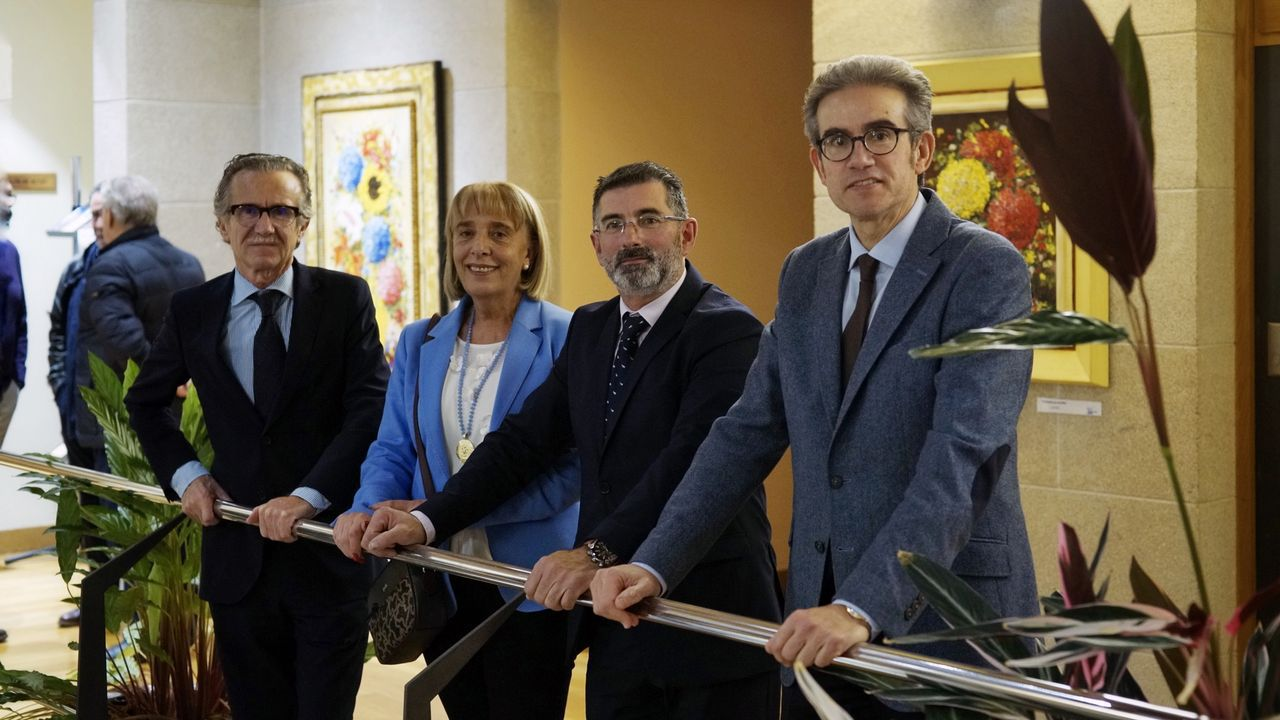 Alejandro Cruz, segundo por la derecha, junto a la presidenta de la CEO