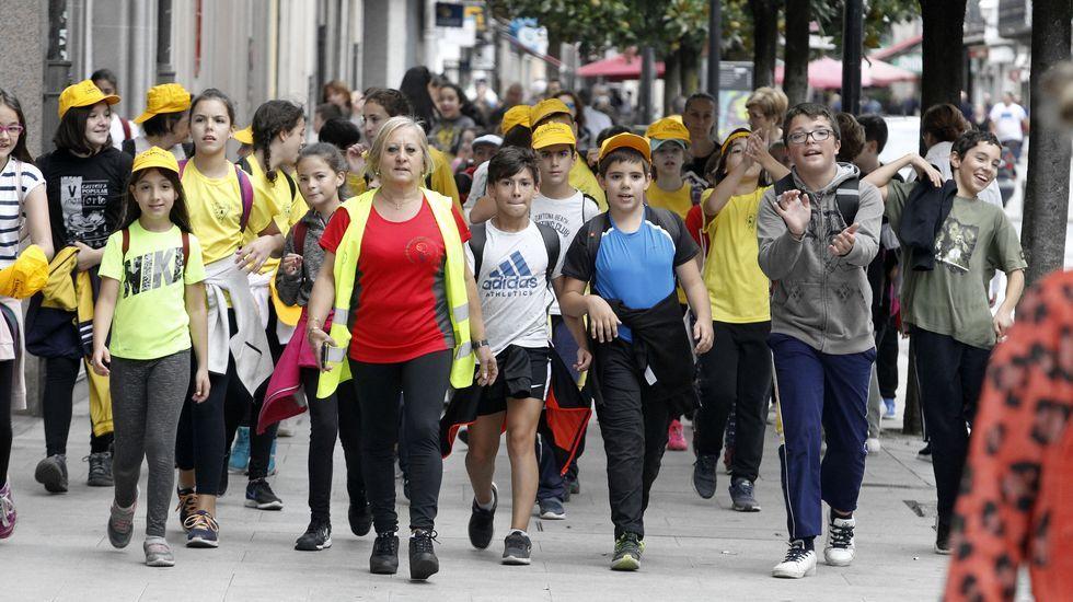 Un grupo de participantes en la calle Cardenal, en el tramo final de la caminata
