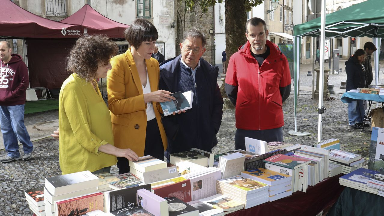 Manifestacións polo Día das Letras Galegas.Pontón, junto a Ana Miranda, candidata a las europeas, y el miembros del Bloque de Barbanza