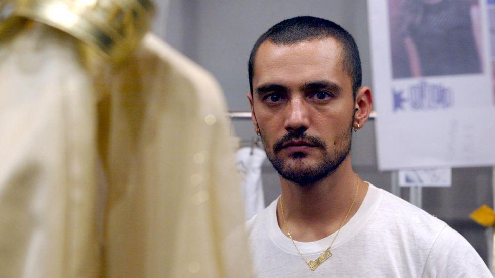 David Delfín saluda tras presentar su colección en septiembre del 2015.