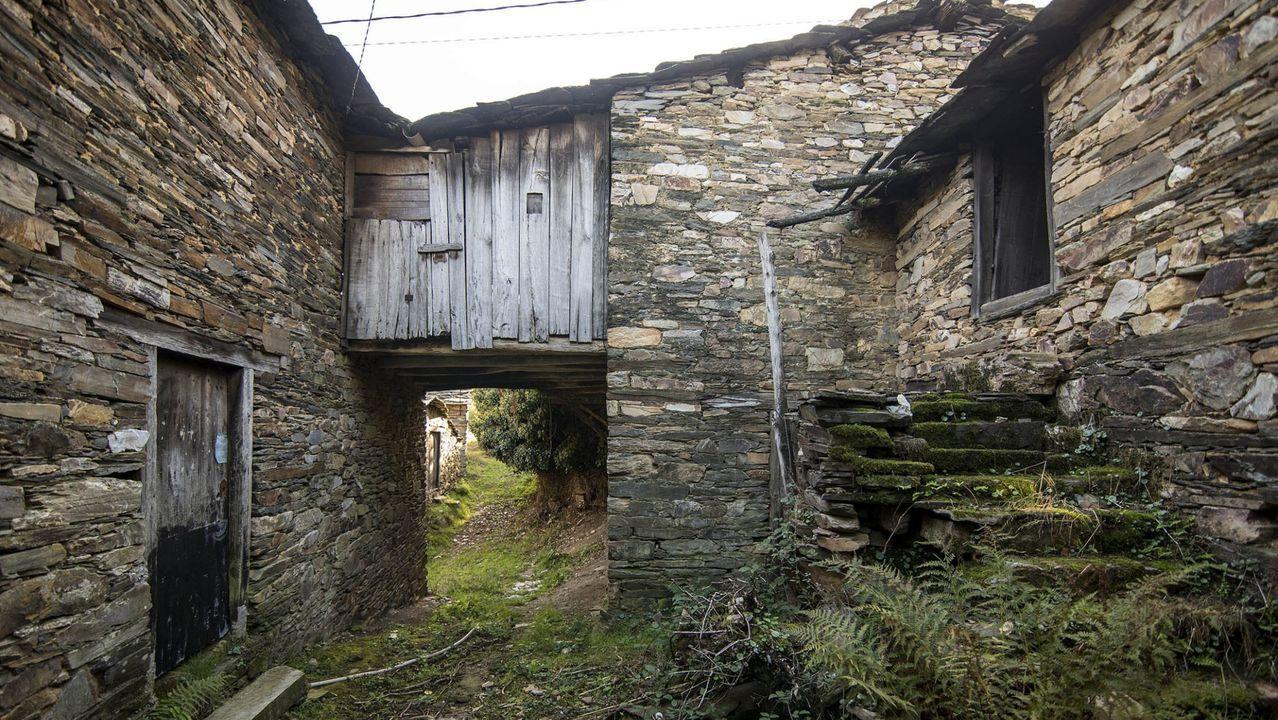 Campodola (Ordovícico). Cuarcitas y pizarras que datan de distintas fases del Ordovícico se usaron en las construcciones de esta aldea de Quiroga