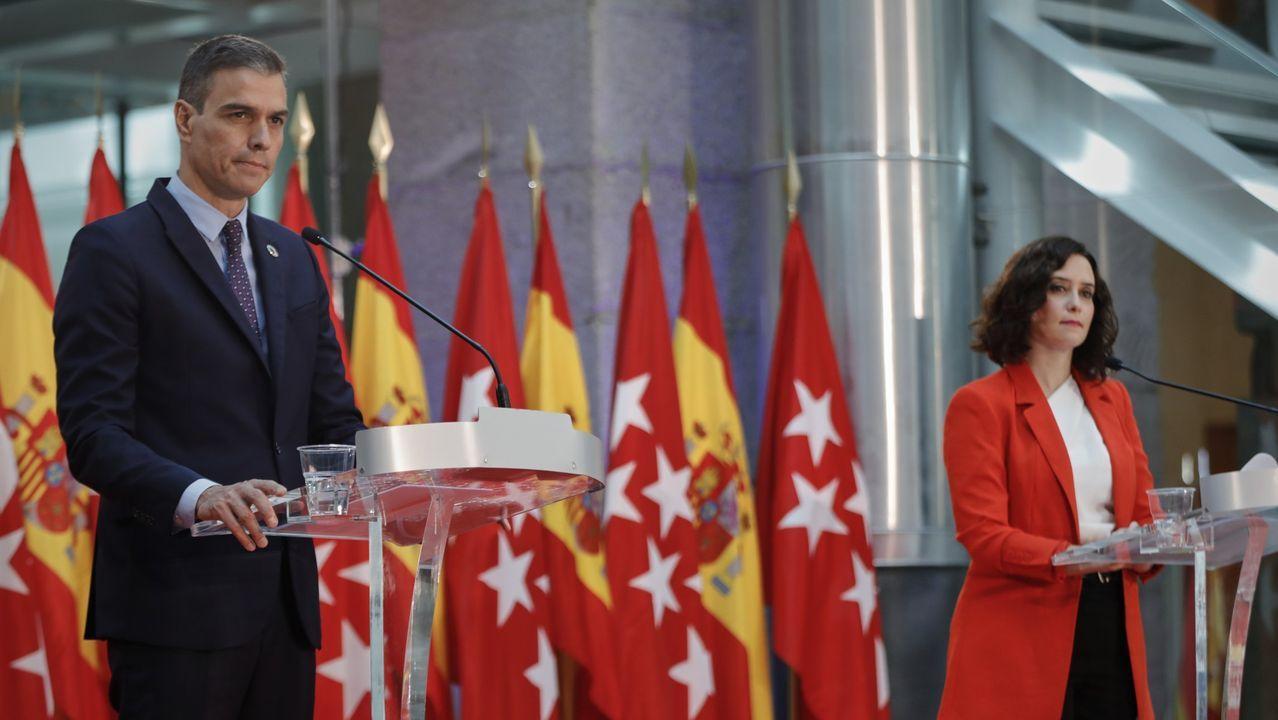 Las imágenes del partido Pontevedra contra Unionistas de Salamanca.Pedro Sánchez conversando este sábado en A Toxa con Moreno Bonilla y con Feijoo