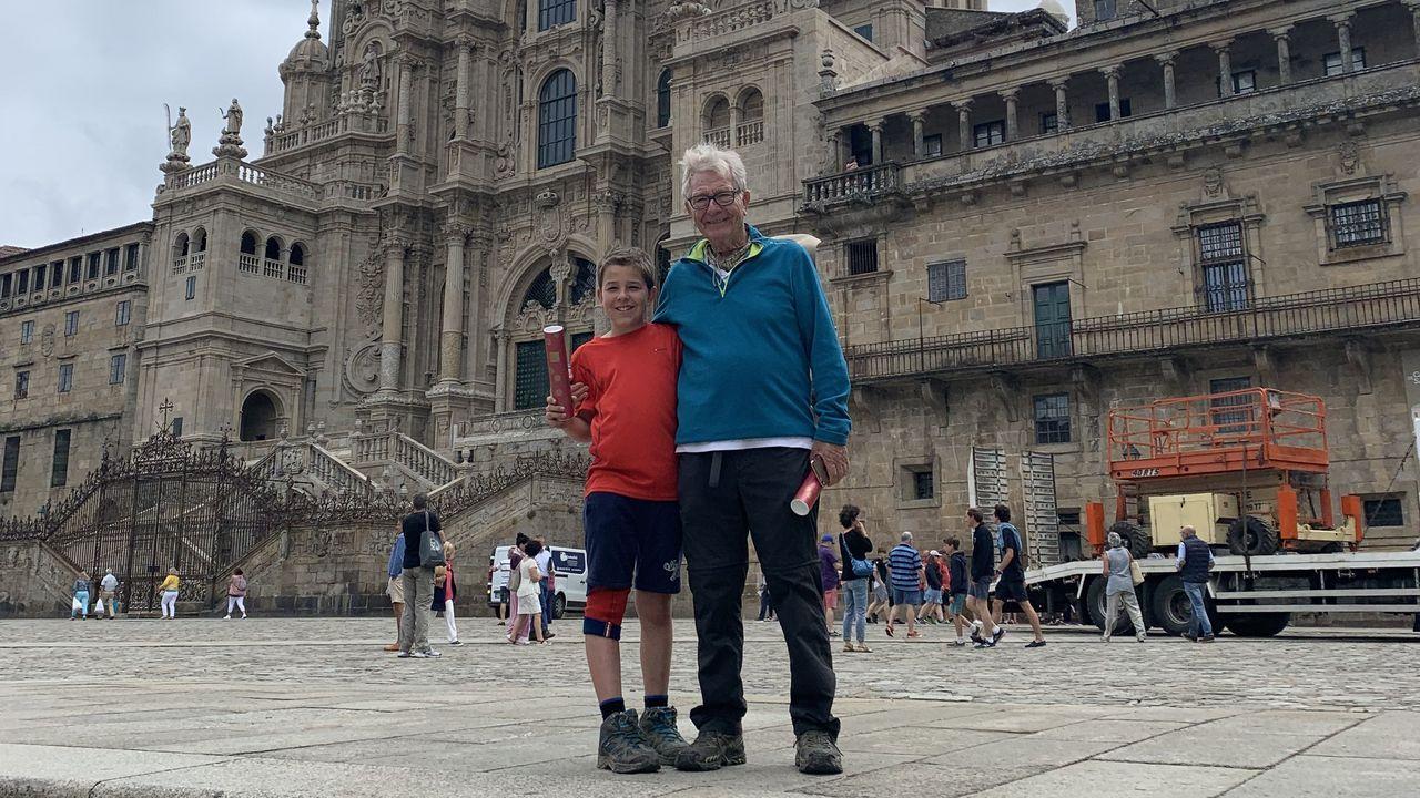 La catedral de Santiago,en pleno proceso de restauración, sigue abierta a los visitantes
