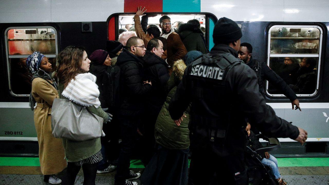 En la Gare du Nord se vivieron escenas de pánico y empujones al acceder a los trenes