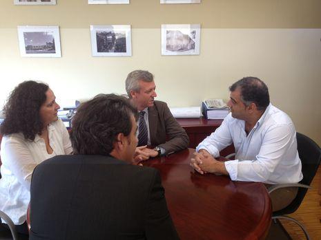 Rueda tuvo una charla de trabajo con el alcalde de Oza-Cesuras, con la presencia de Belén do Campo y Diego Calvo
