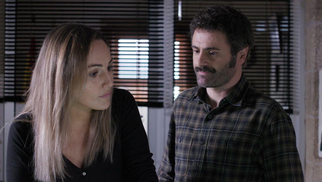 Emma Suárez e Isabel Naveira en un capítulo de «Néboa»