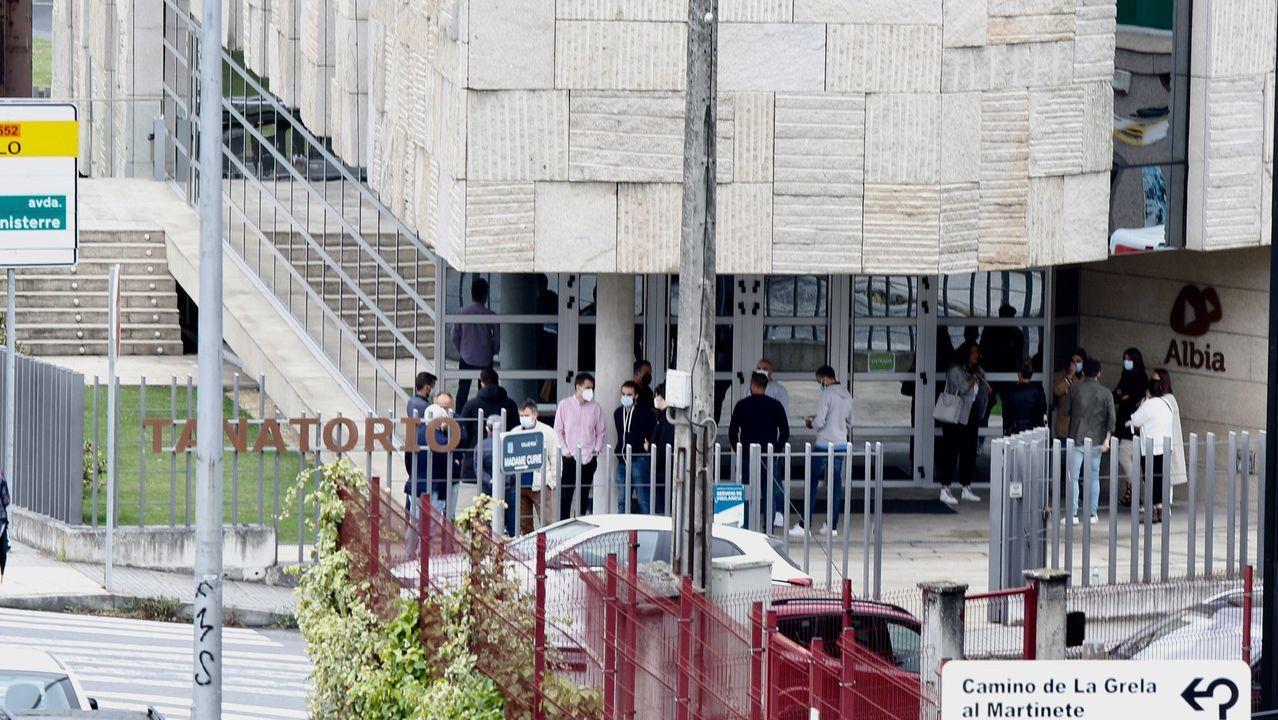 Las víctimas del Alvia recriminan a Pablo Iglesias su silencio sobre sus demandas ahora que está en el Gobierno.Momento en el que se engancha una locomotora a una de las dos composiciones del tren accidentado