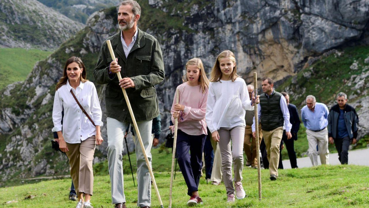 Los reyes junto a sus hijas en los Picos de Europa, en septiembre.