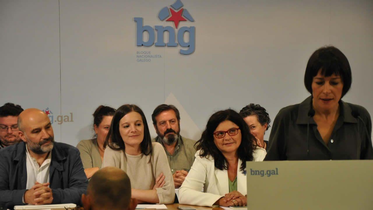 Néstor Rego, Olalla Rodil e Carme da Silva, cabezas de lista ao Congreso, escoitan o discurso de Ana Pontón