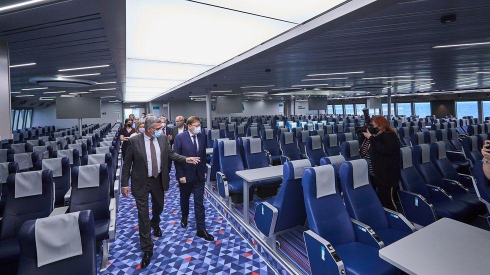 Ximo Puig visita el barco asturiano