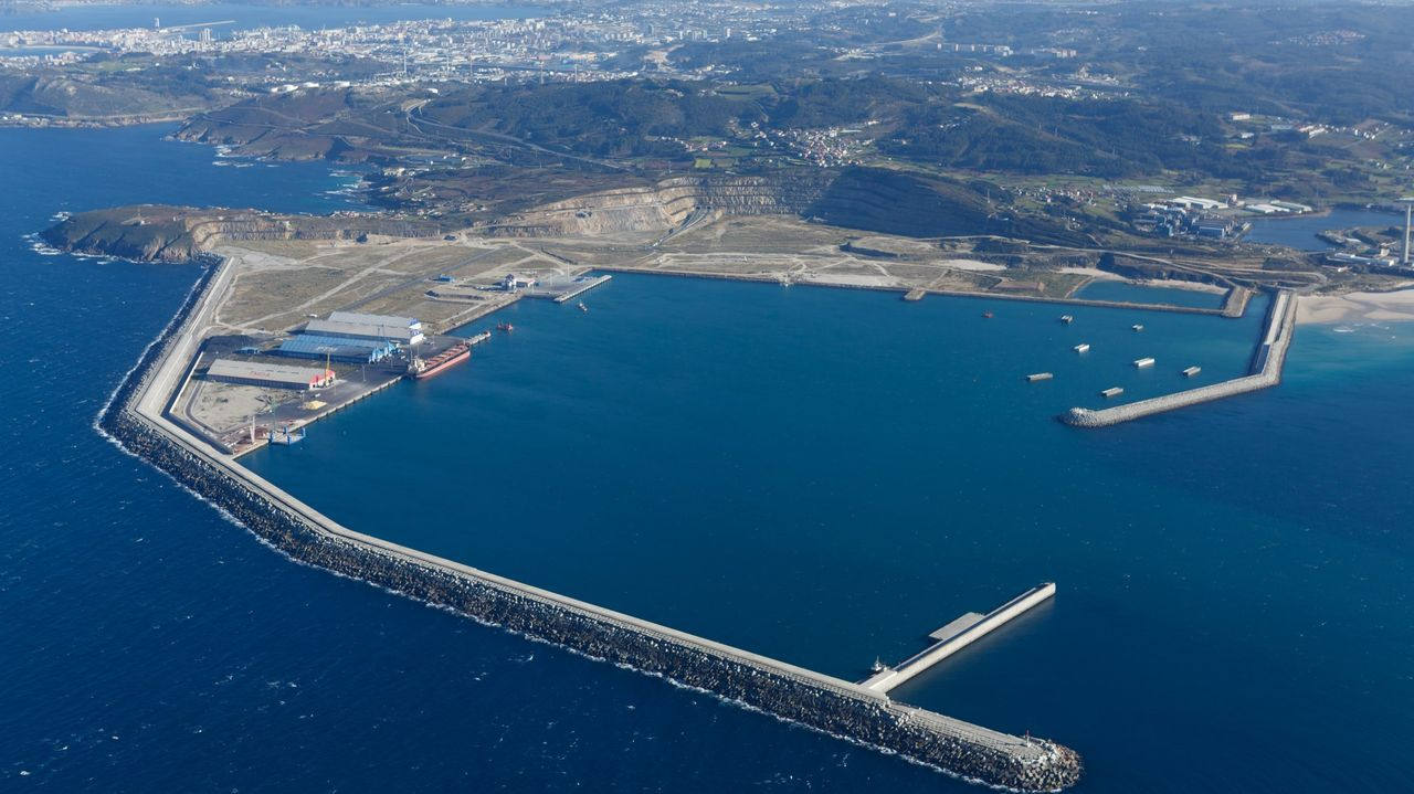 Muchos baches y muchos radares en la autovía A-52 entre Vigo y O Porriño.El presidente de la Xunta y la conselleira de Infraestruturas visitaron las obras de la autovía