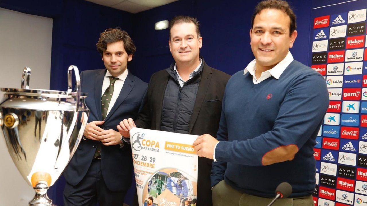Eduardo Rergis, a la derecha, junto a los representantes de Integra