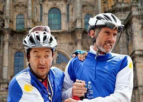 El papa y Letizia Ortiz, juntos en Roma.Gerardo Fernández y Javier Pitillas el año pasado en la plaza del Obradoiro