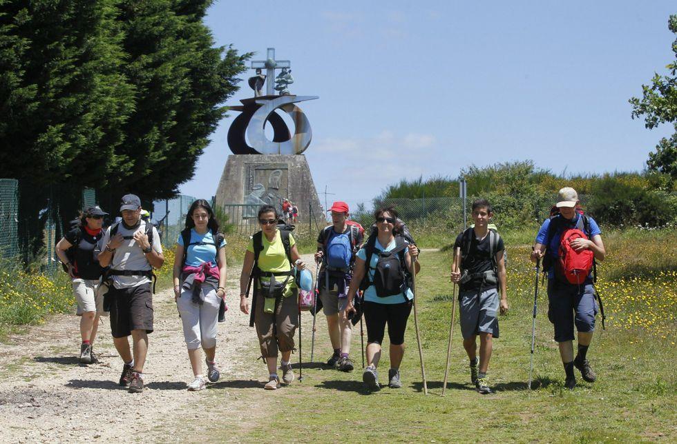 Los peregrinos se encuentran con un complejo del Monte do Gozo en estado de abandono.