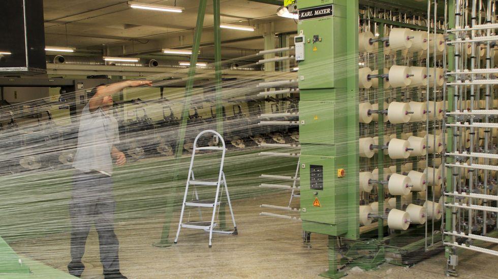 Giorgio Armani cierra la semana de la moda de Milán.La firma gallega produce anualmente más de ocho millones de metros de tejido que exporta a diversos países del mundo.