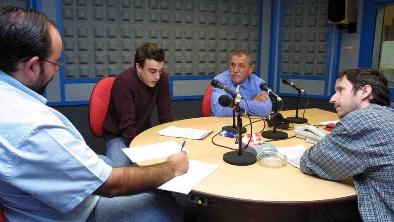 Fernando Alonso durante una entrevista en la redacción con Luis Manuel Reyes, Manolo Calleja y José Carreño