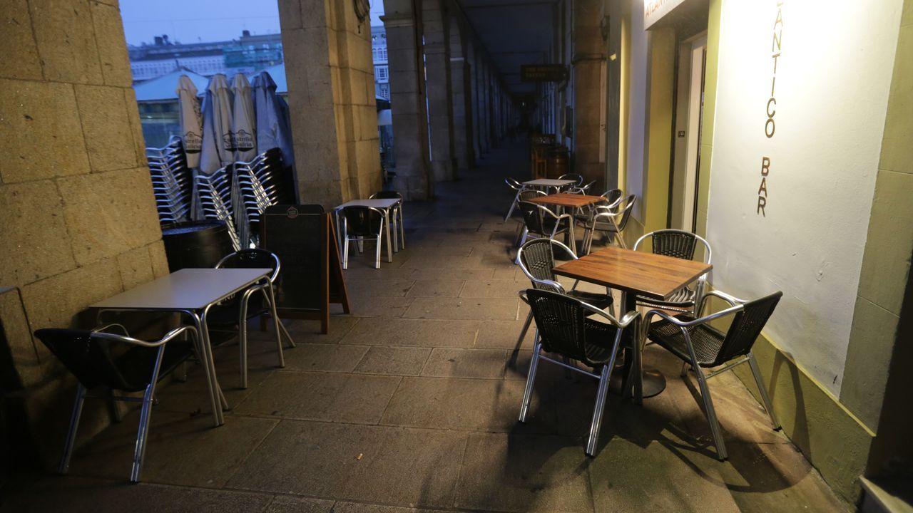 Así está la antigua sede oficial de la Comandancia de Obras.Terrazas vacías en A Coruña. Imagen de archivo